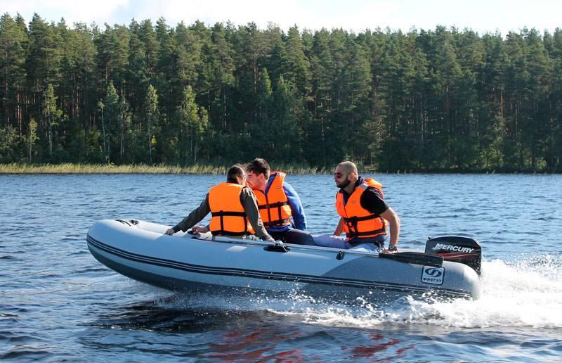 Мужчины на лодке