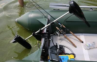 Надувная лодка с электромотором, снастями и эхолотом