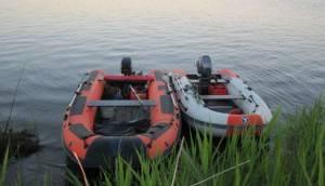 Одноместная резиновая лодка для рыбалки