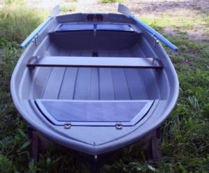 Лодка пластик