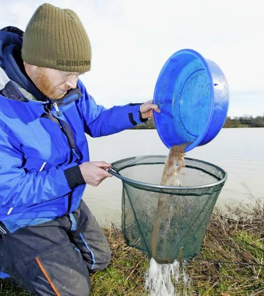 Как пользоваться кормушкой для рыбалки