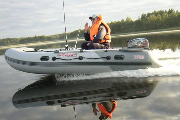 На какие лодочные моторы нужны права