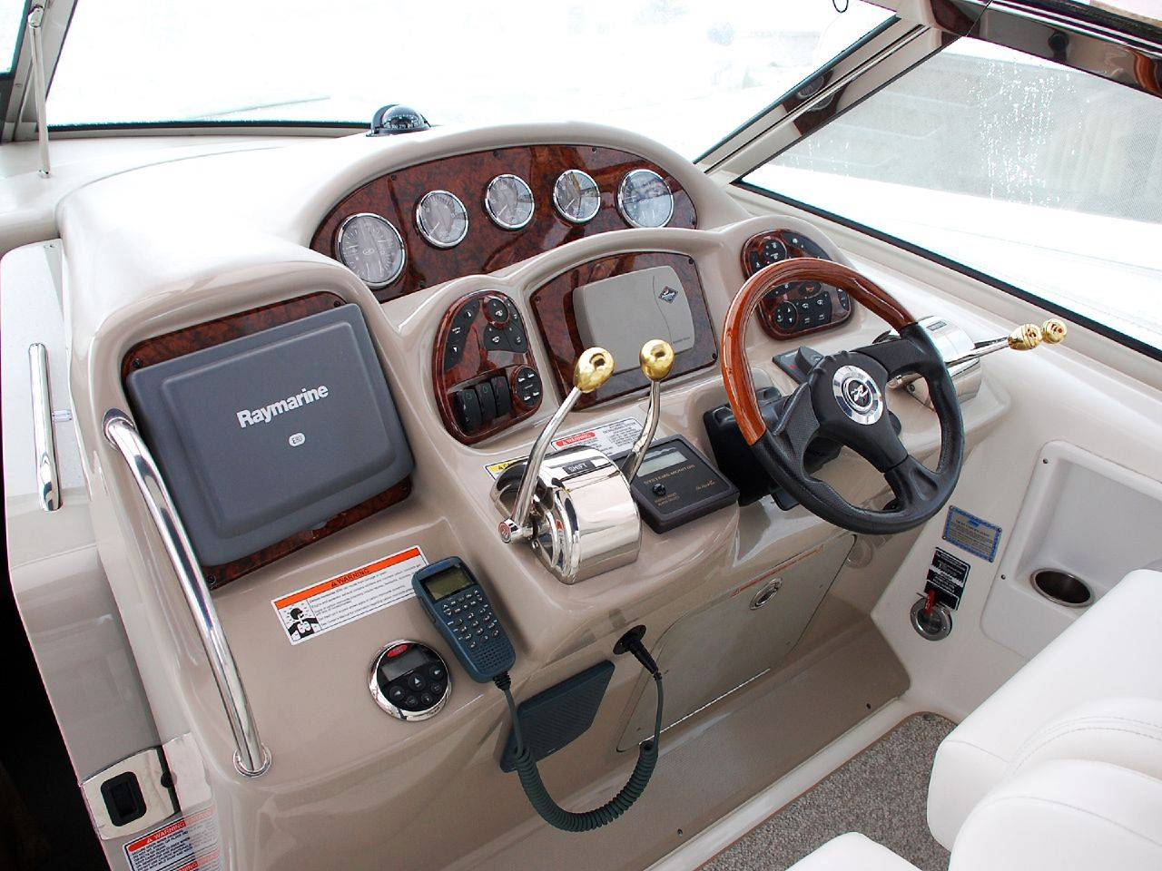 Получить права на управление яхтой