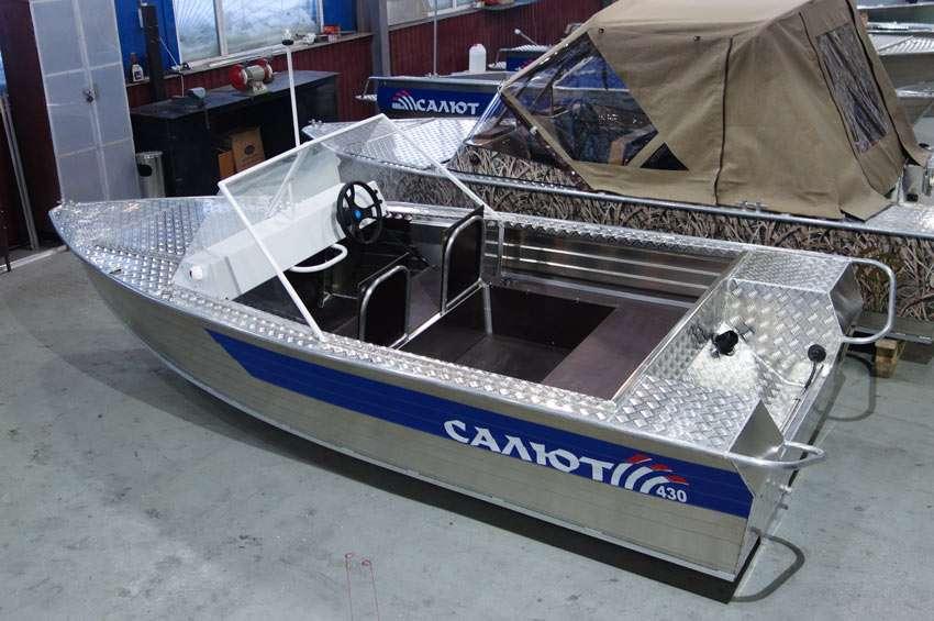 Салют лодка
